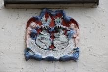 Wappen über dem Einfahrtstor der Westerburg im Huy